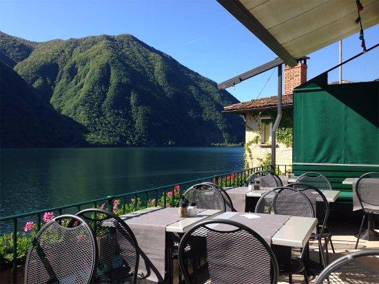 Una splendida terrazza sul lago, immersi nella natura che circonda Gandria