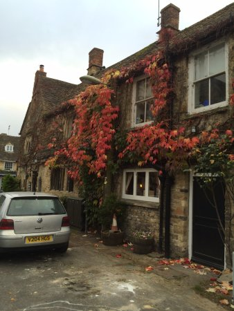 Burford, UK: 建物と紅葉