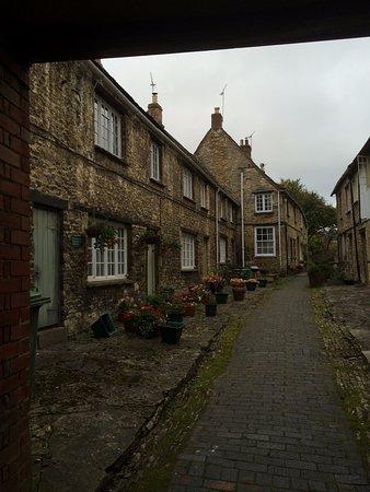 Burford, UK: 路地と建物