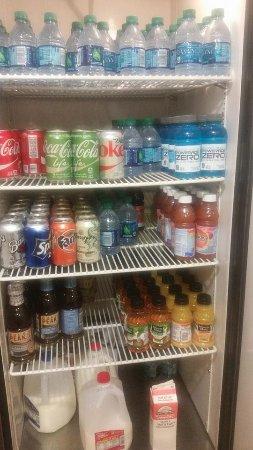 Thunderbird Executive Inn & Conference Center: Snack area fully stocked.