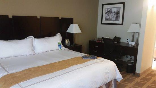 Thunderbird Executive Inn & Conference Center Photo