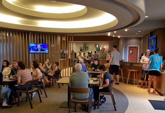 SpringHill Suites Houston Intercontinental Airport: Busy lobby breakfast