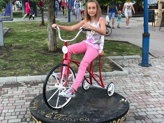 Фото приколы на трехколесном велосипеде левом высоком