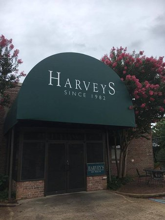 Columbus, MS: Harvey's Entrance