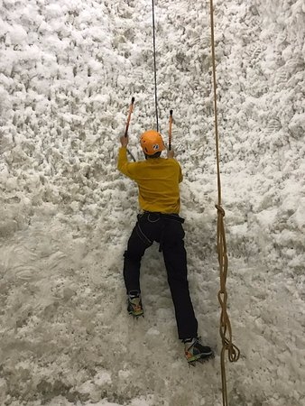 Kinlochleven, UK: Climbing the ice
