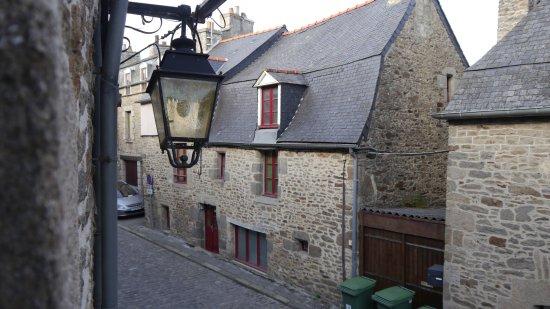Hotel de la porte saint malo dinan frankrike omd men for Le nez rouge dinan