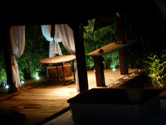 Les Bambous B&B Levens France - La Paillote, le soir