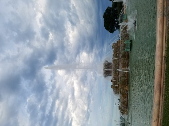 Buckingham Fountain: 20170621_191510_large.jpg