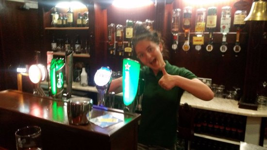 Roscommon, Irlanda: The Miners Bar - great beer, great cheer!
