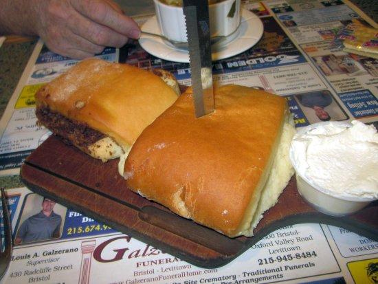Bristol, بنسيلفانيا: Cinnamon and Cheese Bread