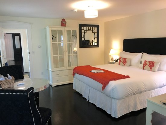 West Harwich, MA: Deluxe room at this Cape Cod Luxury Inn