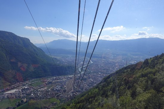 Renon, Italië: Cable car to the town