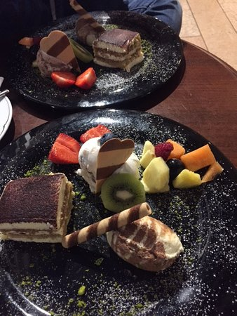 Renon, Italy: I just talk while ordering the desert that not sure what i want more: icecream or tiramissu =)