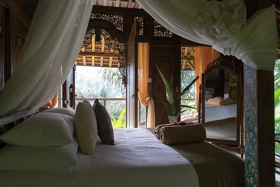 Selemadeg, Indonesia: Comfy, luxurious bed