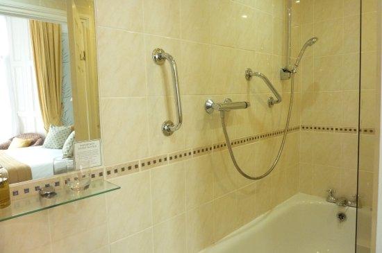 The Iona Torquay: Bathroom Room 6