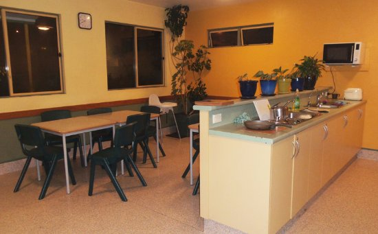 Timaru TOP 10 Holiday Park: the lovely communal kitchen