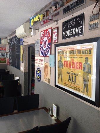Cadenet, France: déco vintage, chinée au gré de nos voyages
