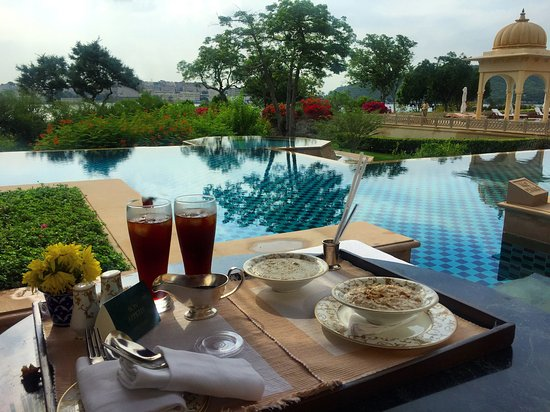 The Oberoi Udaivilas: Breakfast in the patio of the room by the pool
