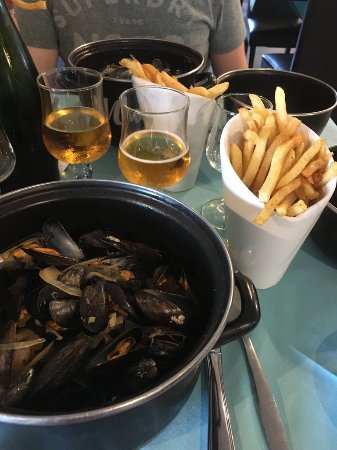 Saint-Benoit-des-Ondes, Francia: moules marinieres & frites