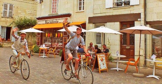 Fontevraud-l'Abbaye, France: Anjou Vélo Vintage à la Biscuiterie artisanale de Fontevraud
