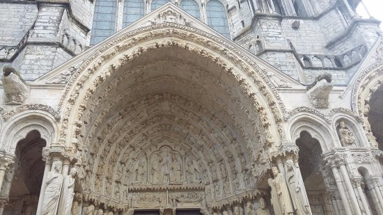 Chartres Cathedral: tympan