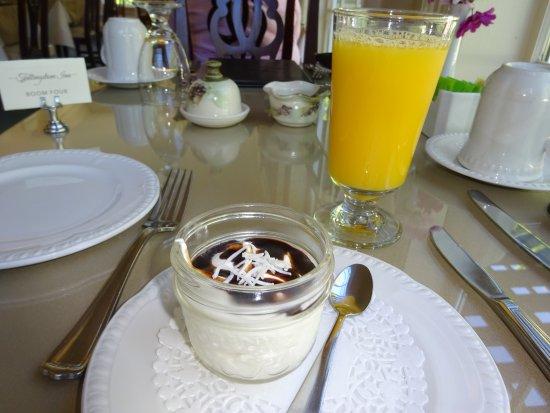 Wolfville, Canadá: Breakfast Yogurt and juice