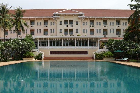 رافلز جراند أوتل دانجكور: Hotel from the back overlooking the huge pool