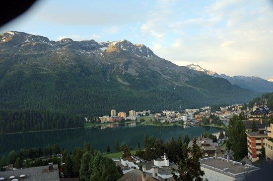 Hotel Schweizerhof: Vista para o lago e montanhas