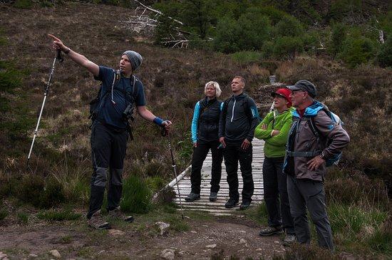 Kinghorn, UK: Rob mit Gästen auf einer Wandertour im Nordwesten der Highlands.