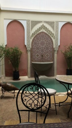 Riad Calista : Pool and dining area