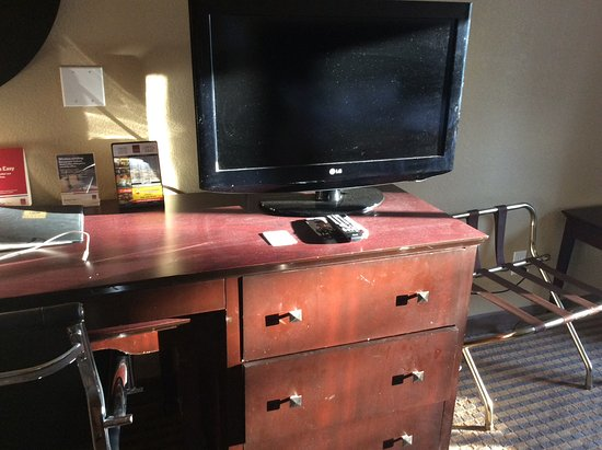 Comfort Suites: Desk hasn't been dusted this year by the looks of it