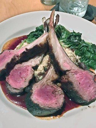 Glastonbury, كونيكتيكت: This was my choice - lamb chops from New Zealand, medium rare. Perfect, just perfect