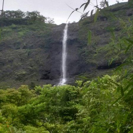 Khandi Waterfalls