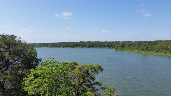 Meridian, เท็กซัส: One of the many great views of the lake one the Bosque trail