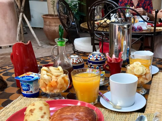 Riad Mur Akush: Breakfast!