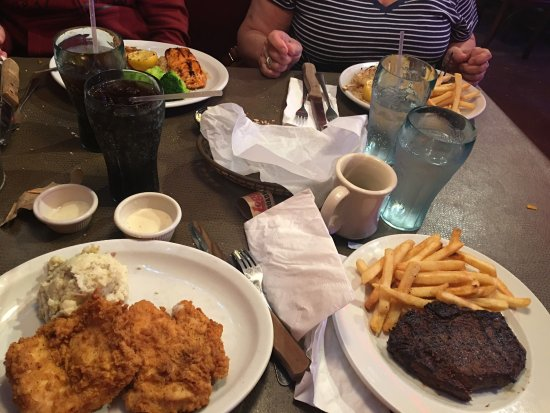 Logan's Roadhouse: comida