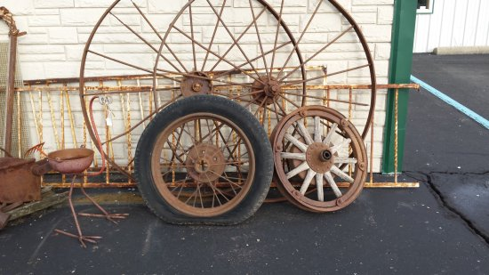 Coldwater, MI: Antique decor for your yard