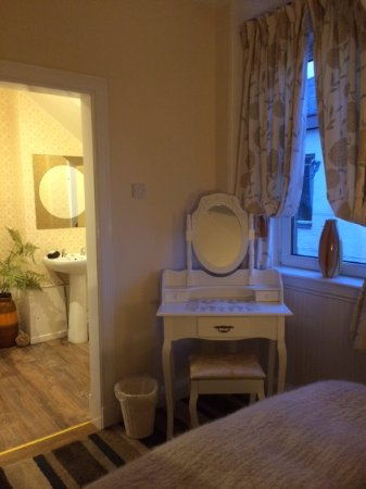 Brodick, UK: Small Double ( Room 4) ensuite with bath/ shower over