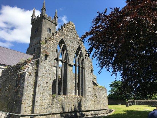 Ennis, Irlanda: View from outside