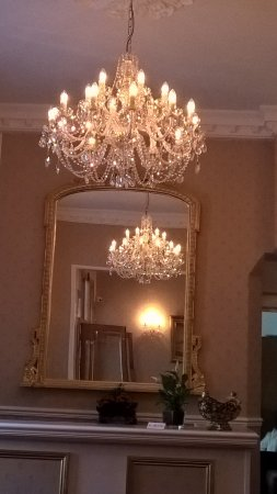Elmington Hotel: Beautiful decor. A lady with taste!