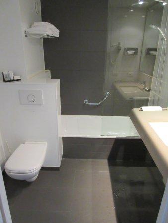Hotel Ariane: Excellent bathroom