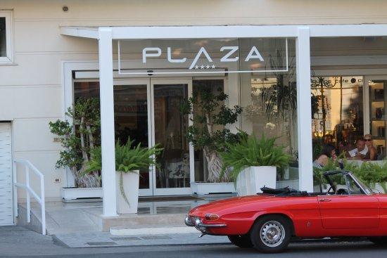 Hotel Plaza: zicht van het hotel