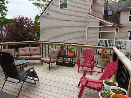 Charlotte's Rose Inn: Outside Deck for Relaxing