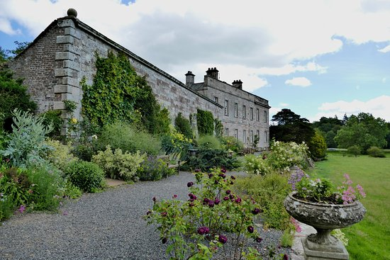 Penrith, UK: Dalemain Mansion & Historic Gardens