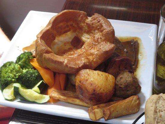 Hayes, UK: Sunday Lunch - Three Roasts