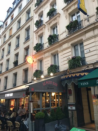 Grand Hotel Leveque: Beautiful Street.
