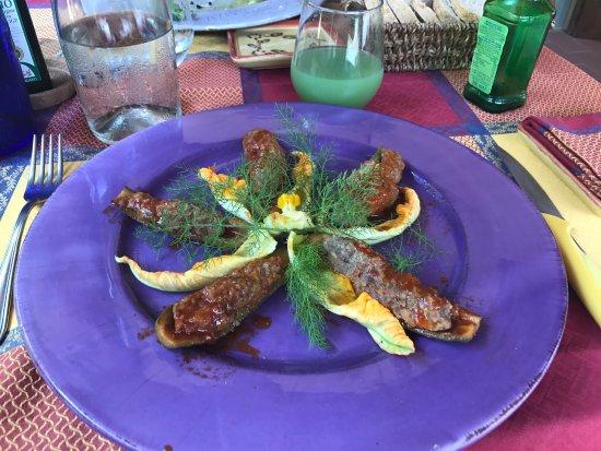 Terricciola, Italia: 服务好跑堂非常棒👍 老板娘和大厨都很亲切可爱👍 地道的地方菜肴👍