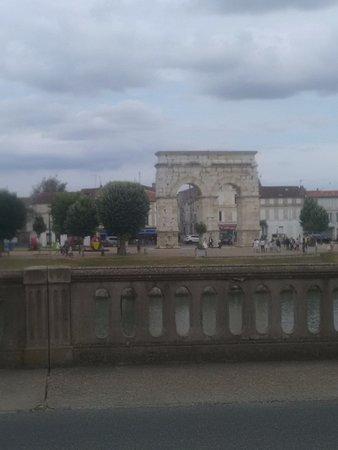 Saintes, France: Arc
