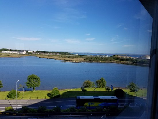 Radisson Blu Hotel & Spa, Galway: View of Lough Atalia from a room on the 4th floor.