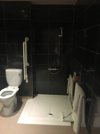 The Shankly Hotel: Disabled Shower